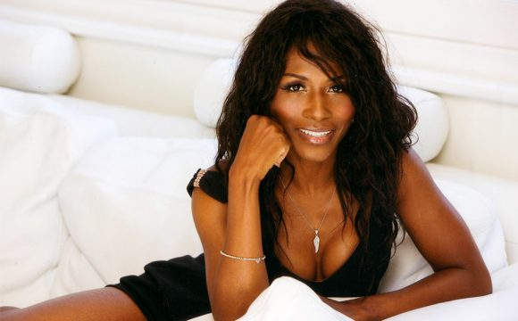 Sinitta to Entertain Travel Agents at Tenerife Conference