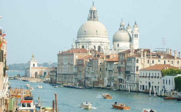Large Cruise Ships Banned from Centre of Venice