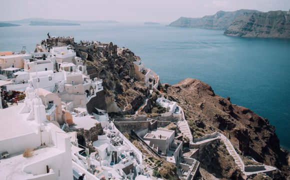 Greece Reviews Flight Arrival Procedures for UK Tourists