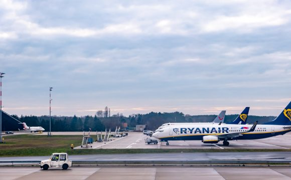 Ryanair Crew Agree to Pay Cuts