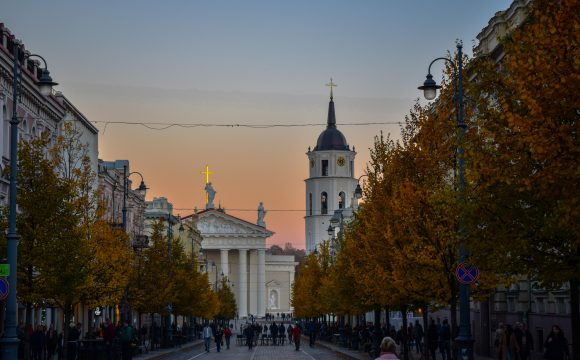 LOT Polish Airlines Resume Flights From London-Vilnius